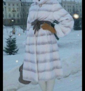 Шуба белая с норковым воротником 40-42-44