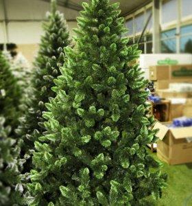 Искусственная елка со светло-зелеными концами