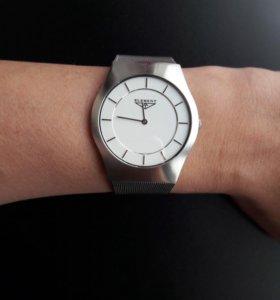 Часы кварцевые унисекс