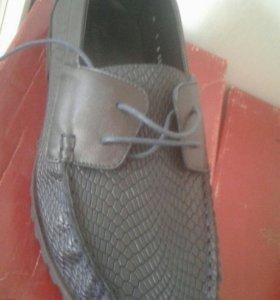Макасины,кроссовки, кеды,туфли.