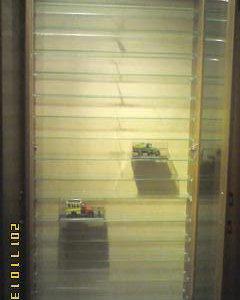 Шкафы для коллекций со стеклянными дверями.