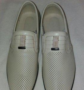 Новые кожаные мужские туфли 43 размер