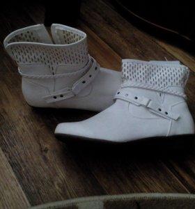 Ботинки новые размер 41