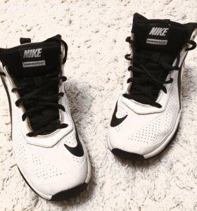 Кроссовки. Nike