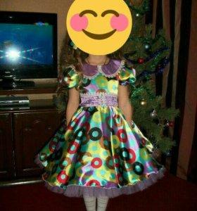 Платье на девочку.4-7 лет