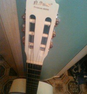 Шестиструнная акустическая гитара