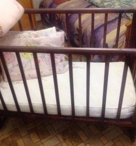Детская кроватка с бочонками