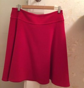 Юбка красная из плотной ткани