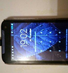 Телефон HTC desire 310.