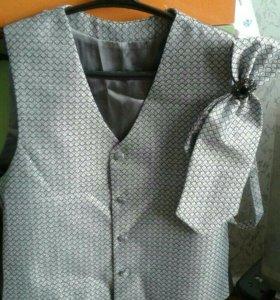 Продам жилет с галстуком