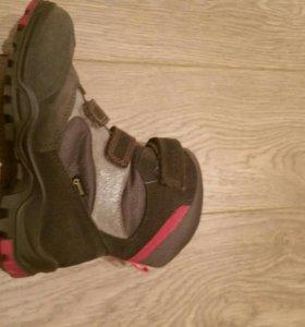 Ботинки на девочку Ecco.