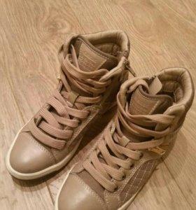 Ботинки на девочку Geox.
