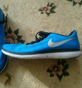 Кроссовки новые Nike