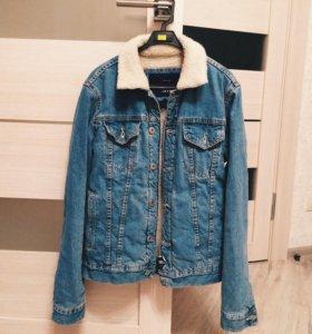 Зимняя мужская джинсовая куртка с мехом