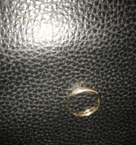 Новое золотое кольцо с дорожкой бриллиантов