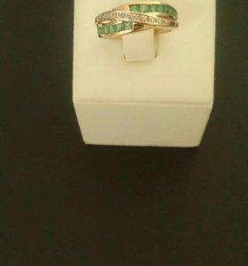 Золотое кольцо с бриллиантами б/у