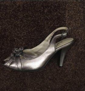 Туфли босоножки новые кожаные