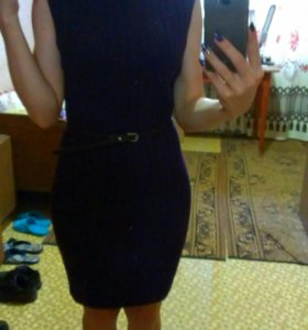 Фиолетовое теплое платье без рукавов