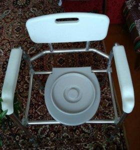 Инвалидная коляска и санитарный стул