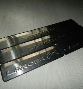 Накладки на пороги новые Lancer