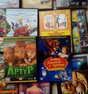 Диски и кассеты с фильмами и мультиками