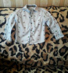 На мальчика рубашка