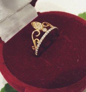 """Золотое кольцо """"Корона"""" с фианитами"""