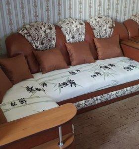 Угловой диван не раскладной и кресло