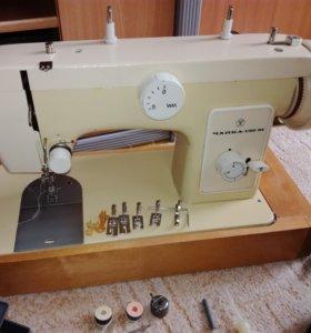 Швейная машинка Чайка 132