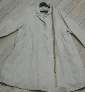 Плащ,  пальто белое натуральная кожа р.52 54