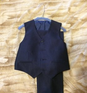 Школьный костюм мальчуковый тройка б/у