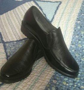 Новые кожаные туфли слипоны