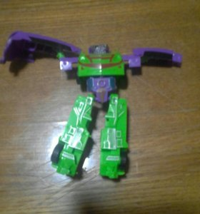 Игрушечный робот транцформер
