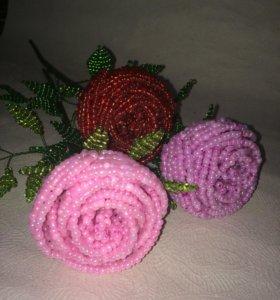 Розы из крупного бисера ручной работы