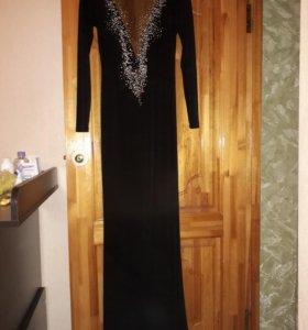 Платье, в пол ;)
