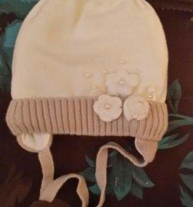 Зимняя шапка очень теплая.