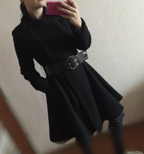 Шерстяное пальто расклешенное