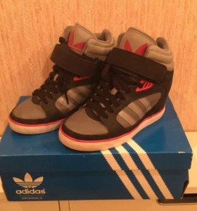 Кроссовки Adidas (женские)