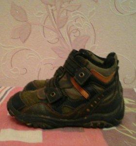 Осенние ботинки - кроссовки для мальчика