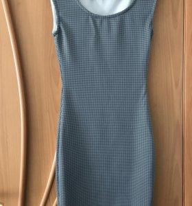 Трикотажное платье силуэтное
