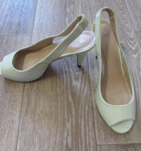 Лаковые туфли 39-40 размер