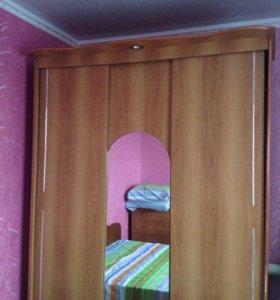 Шкаф-купе,туалетный столик