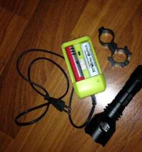 Мощный подствольный фонарь+зарядка+акки+ крепление