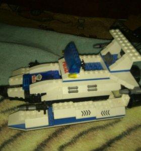 Полицейская лодка Лего