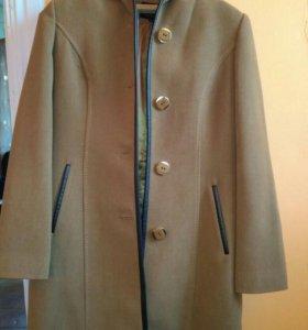Продам пальто,новое,одевалось пару раз.Есть пояс