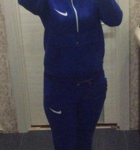 Тёплый спортивный костюм