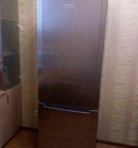 Двухкамерный Холодильник HotpointAriston