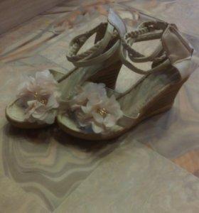 Красивые туфли на платформе