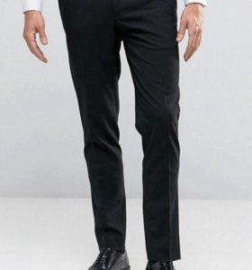 Черные строгие брюки скинни