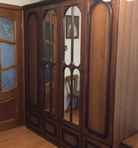 Шкаф, трюмо с зеркалом, кровать, тумбочки